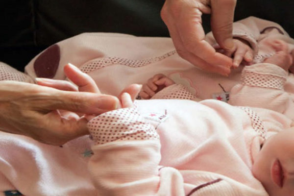 Leihmutterschaft in der Ukraine: Wut der Eltern, denen die Einreise zu ihren Kindern verwehrt bleibt.