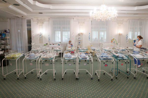 NZZ am Sonntag : Kinder von Leihmüttern sind so gefragt wie nie