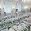 Die Leihmutterkinder sind in der Ukraine wegen Coronavirus steckengeblieben