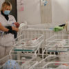 Wegen Coronavirus trennen 8000 Kilometer die Eltern aus Argentinien mit ihrem Kind